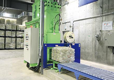 ペットボトル・紙製容器包装圧縮梱包機